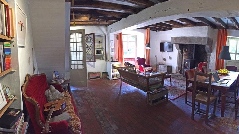 wifi, minibar en bibliotheek in de salon