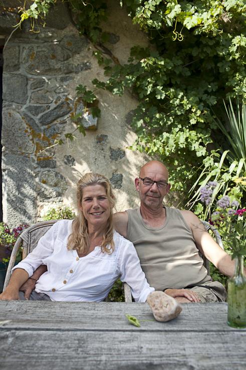 Jan en Petra kijken vriendelijk de camera in.