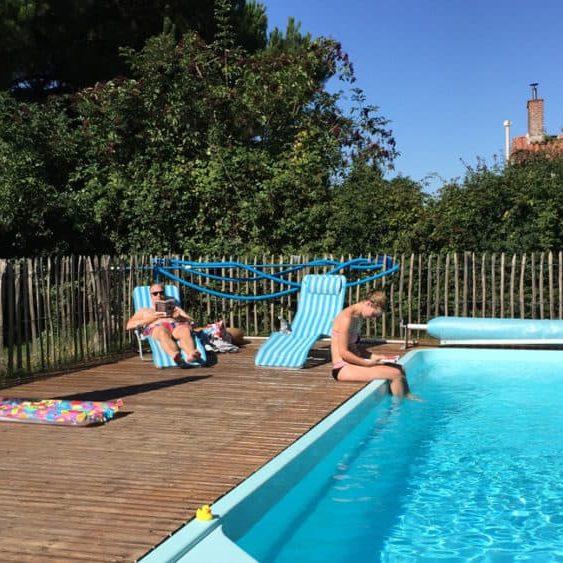 zwembad met gasten 2